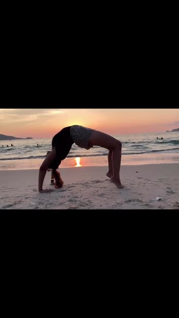 Beach Yoga!  . . #bangaloreblogger #bangaloreyoutuber #bangaloretravelblogger  #bangaloretravellers  #bangalorefashionblogger #bangaloreinstagrammers #bangaloreinfluencers #bangaloretravelinfluencer #bangalorestreetstyle #explorecalifornia #bangalore_insta #indiansincalifornia #londondiaries #thingstodoinlondon #indiangirl #instalondon #nomadgirls #journeysofgirls #damestravel #femmetravel #womentravel #voyaged #Delhiyoutuber #mumbaibloggers#delhibloggers#indiangirlstravel #delhibloggers