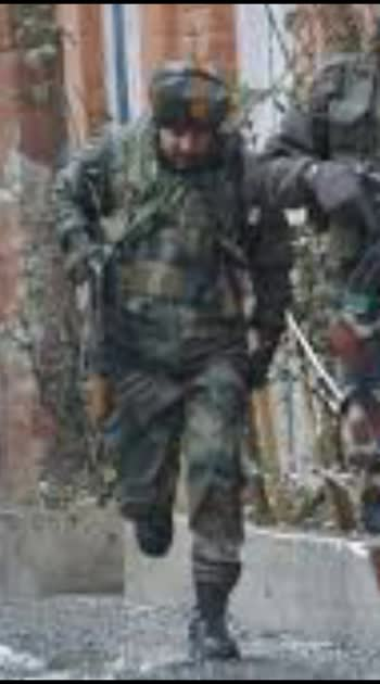 Srinagar at last 6 injured in grenade attack