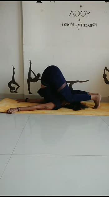Karnpidasana #contortionist #vaibhavlaxmijhala #fitnessmom
