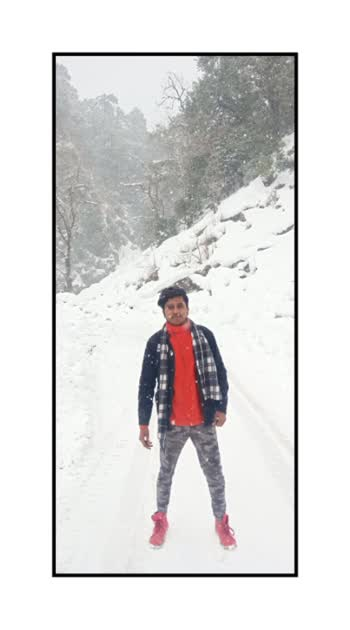 Snowing is an attempt of God to make the dirty world look clean.  . . . #snow #snowfall #winterfashion #dashing #branded #college #posereference #photographylovers #winterlook #lovetofallonnature #naturephotography #naturelover #tunganath  @ Chandrashila चन्द्रशिला