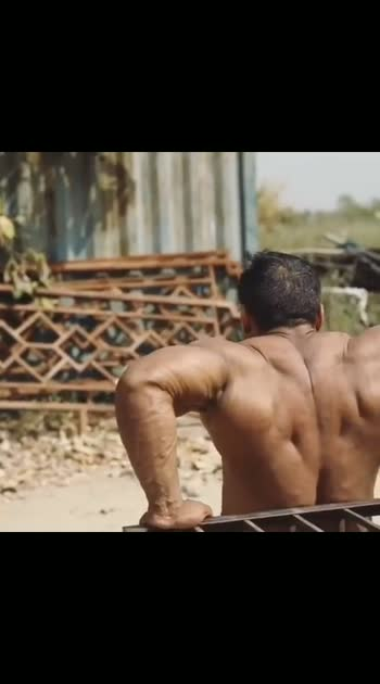 Corona hai par workout toh karna hai😜  Stay safe everyone and please follow social distancing guidelines. Do not miss your workouts if your gyms are closed. Home and nearby outdoor workouts are always an option. . .  #yatindersingh #mrasia #mrworld #mrindia #gnc #gnclivewell #bodybuilder #champion #aimfitgyms #generationiron #motivational #workout #coronavirus #qurantineworkout