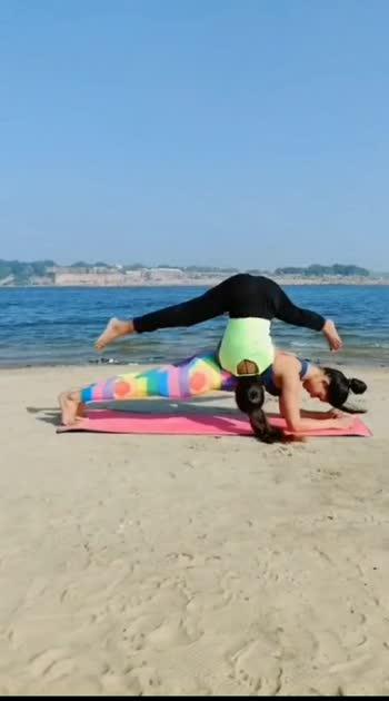 Acro yoga do logo ke sath kaise krte hai jane aap #acroyoga #yogini