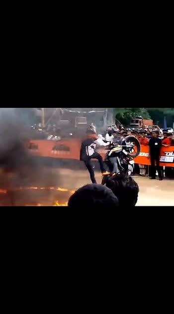 #stunt #bikestunst#ktm-stunt #ktmlover#ktm#wow#roposo