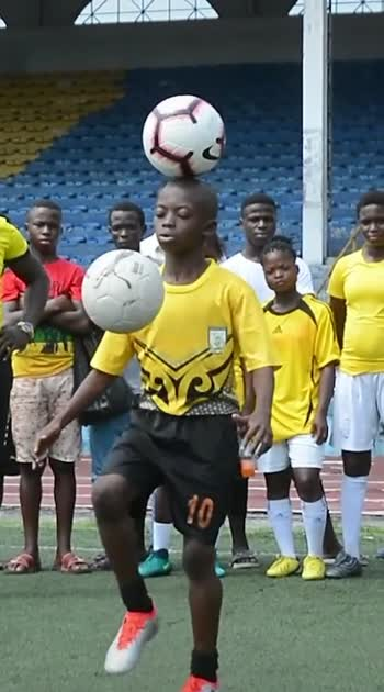 @guinnessworldrecords  Superb skills from our new record holder Eche Chinoso AKA Amazing Kid Eche 🇳🇬⚽️ #freestyle