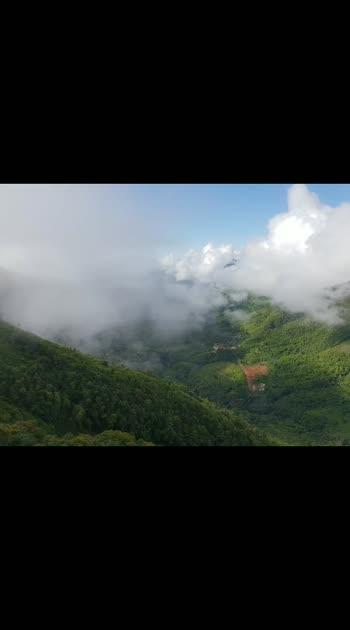 మేఘాలయ సొగసులు..  #meghalaya #clouds #beautifuldestinations #holidayseason #holidays #summervacation #outings #naturepgotography #holidaytime #lovers_feelings #roja #aravindswamy #manisharma #arrehmanmusic #arrehman #eastindian #heavenridersindia #heavenlyfeeling #heavenoffreedom #indiantravelblogger #meghalayadiaries #touristspot #tourists #tourism #tourismplace #naturebeauty #naturebeautiful #naturebeuty #relaxation #relaxedtime #relaxedvibes