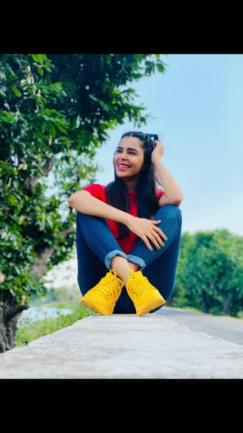 Peace begins with a smile. ...❤️ PC-Abhishek Singh Chandel #niveditachandel #niveditachandelmodel #stayhome #staysafe #homesweethome #roposo #roposostar