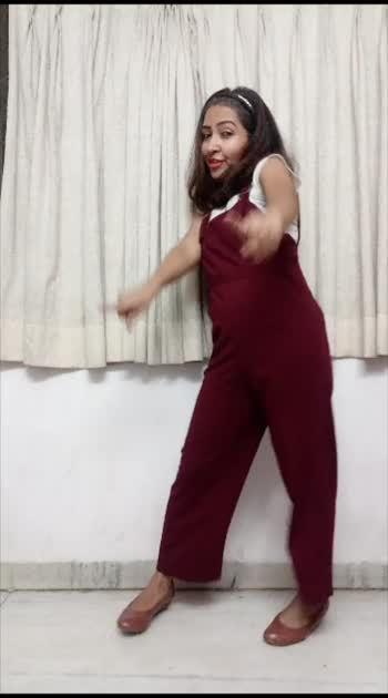 I #love to begin #ropodancing with this #dancevideo #dancesong 👠 in my #retro #look 😇   #roposostar #ropostar #ropostars #roposostar #ropobeats #ropobeat #ropobeauty #ropobeautiful #ropobollywood #ropodance #ropofamouschannel #ropofamous #ropolove #ropocute #ropochannel #ropofashison #ropofashionblogger #ropofam