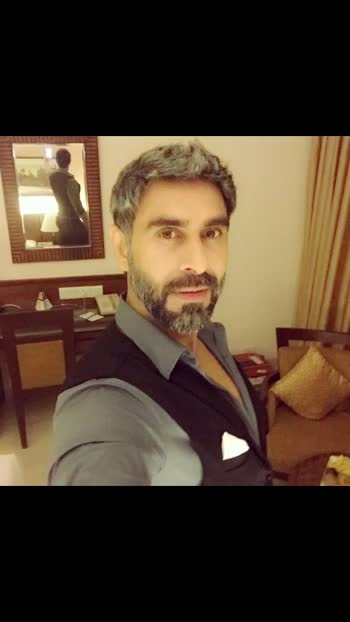 This lockdown has made me think... which look to keep now.. black or grey... suggestions welcome...   #lockdown #lockdownlook #suggestionsplease #suggestions #advice #needadvice #needsuggestions #blackhair #greyhair #blackorgrey #thinking #inadilima #sandipsoparrkar