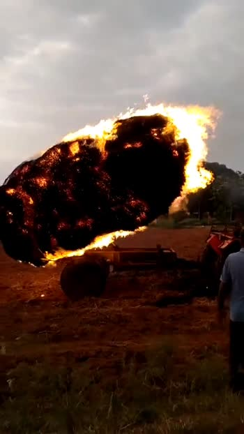 #fireaccident  .  .  .  .  .  .  .  .  #roposotrendingnow #trendingvideo #roposo #india #tractordriving #farmer_is_a_great_man #song #loss #roposofilmistanchannel #goviral #mazarpatel #mazar_patel