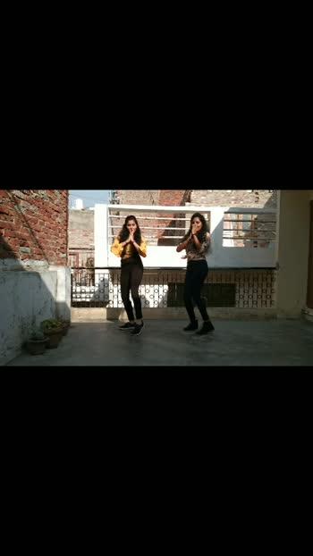 #buzz#aasthagill#priyanksharma#badshah#dance#danceforlife#sisters#roposo#viralvideo#foryou#jaibharat#bhaaratmatakijai💖💖