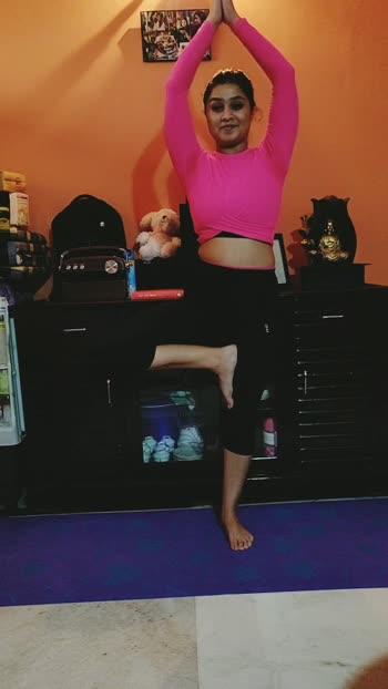 Tree Pose kiya ? 🌴 😍 #fit #fitness #yoga #yogainstructor #yogaclass #fitnessaddict #fitnessmotivation #stretching #stretchingtips