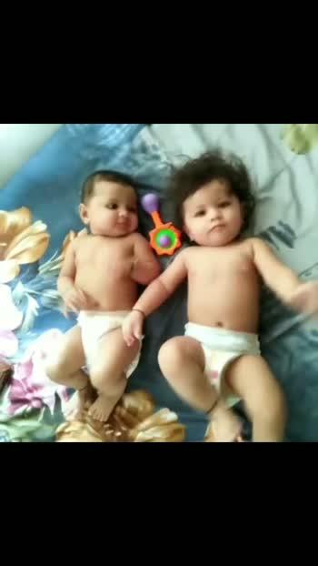 twinning girls ##