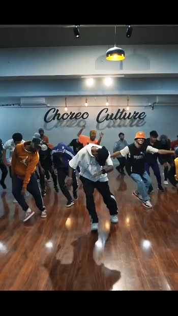 Aisi video dekhne ke liye jaldi se follow karo my roposo family 💪 show your love ❤️ . . #roposo #roposoindia #dance #mode #masterofdanceeducation #dabcelife #hiohop #partymoves #rock #mumbai