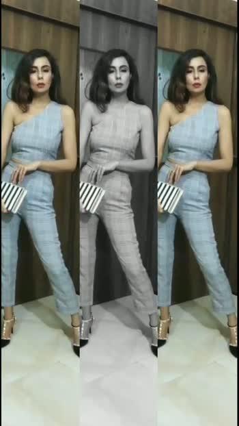 Are you Monochrome Styling lover? Do Comment ✌️#stylish #styleblogger #style #styleoftheday #stylingtips #monochromefashion #coordinates #coordination #monochromood #fashionblogger #fashionista #fashiondiaries #fashiondiaries