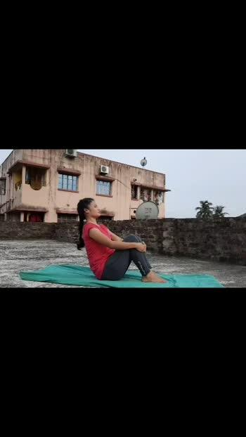 Tomorrow try this #asana 😊 #lookgoodfeelgood #mylifemyyoga  #yogaeveryday #yogalove #yogapractice #desi_deeds #priyankathapa @roposocontests @roposotalks #yogacontest #lookgoodfeelgoodchannel #foryou #roposostars