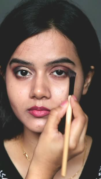 Rakhi Glam Makeup Look Tutorial #freezingpoint #lettherebelove #roposo-beats #roposoprideofindia #rakhispecial #friendsforever #trending #trendingvideo #fashion #stylingvideo #makeup #smokeyeyes #glittereyeshadow #glam #glammakeup #rakhimakeup #rakshabandhan #rakshabandhanspecial #foryou #foryoupage #lookgoodfeelgood #fashionquotient