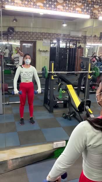 #shoulderworkout #shemoves #itsmagic #warmupexercise #dumbbellworkout #gymworkout