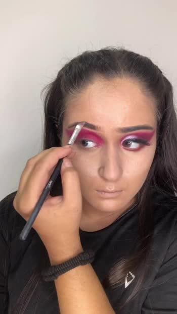 That extra pink 💋😍🔥❤️ Let me know if you like this look  #pinklook #pinkeye #pinkeyeshadow #pinkloverforever #makeup #makeupartist #makeuptutorial #makeuplook #makeupblogger #lookgoodfeelgoodchannel #lookgoodfeelgood #lookoftheday