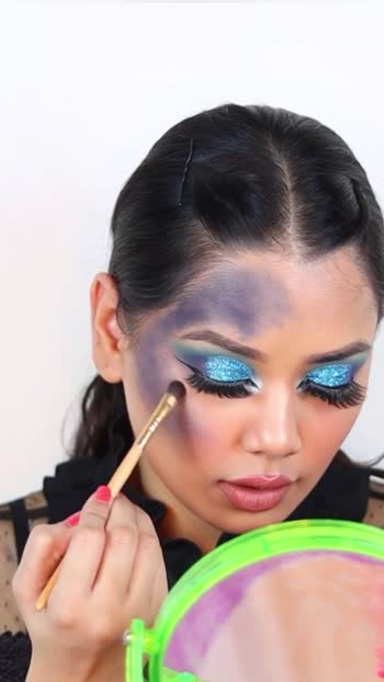 Rate my look 1-10 in the comments 🔥 #faceart #creativelook #creativemakeuplook #faceartmakeup
