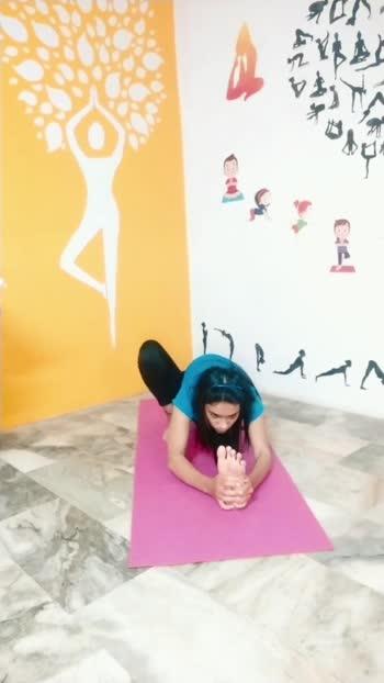 janushirasana #yogaforeveryone #yogaforsciatica #legstraching #roposoworld #instuntresult #indianapp #yogawitharchu  #fitindiamovement