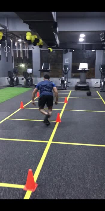 Speed Skater Cone Drill-Sprints, cone drills, and plyometric jumps help to increase agility, balance, core strength, heart and lung conditioning, and they burn a significant amount of calories.✅ #roposostar #fitindia #agilitytraining #fitnessmodel #roposo #lucknow #hiitworkout #lungshealth #calories #fatburn #roposofitnessmodel