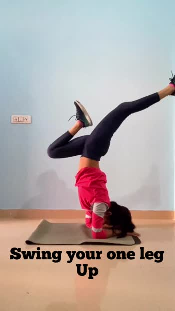 #roposo #stronggirl #happymensday #yogagirl #shoulderstand #kamgana #yogalifestyle