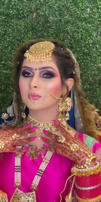 OooLaLaaa😍What a Bride!!!♥️ . . . #wedding #weddingday #weddingphotography #wedding-bride #weddingsutra #weddingsaree #weddingmoments