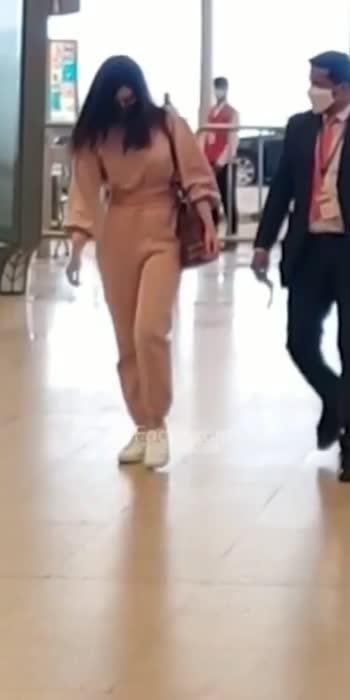 Actress Rashi Khanna Spotted At Hyderabad Airport ...!!#filmyfocus