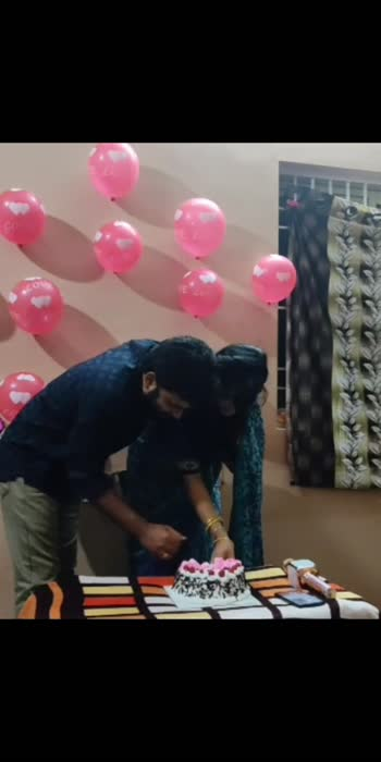 My birthday celebration#tq Anu#suprisegifts#loveuhubby#blessedtohaveuinmylife#watchfullvideoininsta#kannadati,💝💝💝❣️💐