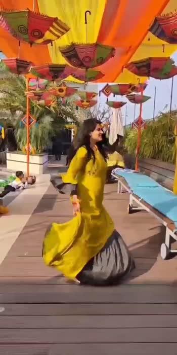 #tarastihainigahen #yellow # poolparty #viralvideo #sayitwitheyes