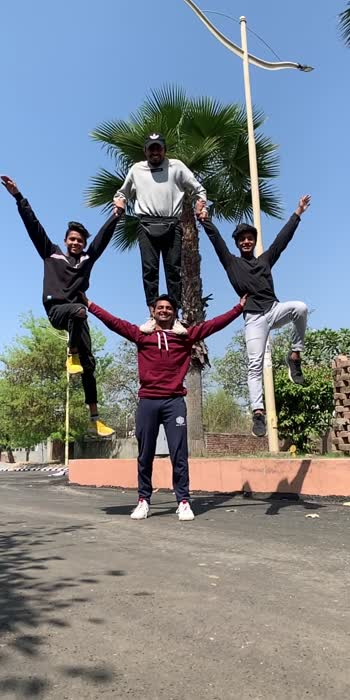 Hold on ! Indiana acrobats 🇮🇳