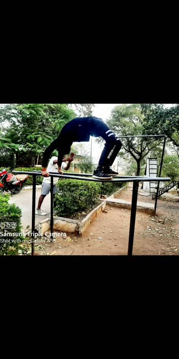 chakrasana .    #yogachallenge #chakrasana #roposoyoga #roposo-beats #roposoindia #yogainspiration #foryou #viral_video #trendingonroposo