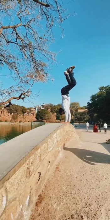 hand stand  #3yrsofHichki  #handstand #gymnastic #acrobatics