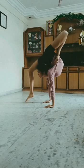 #roposostar #yoga #flexible #featurethisvideo #trending #yogaeverydamnday #yogaeverywhere #handstanddaily #handstand #powerful #strengthtraining #strong #flexiblegirl #jugaadworkout #jugaadfitness