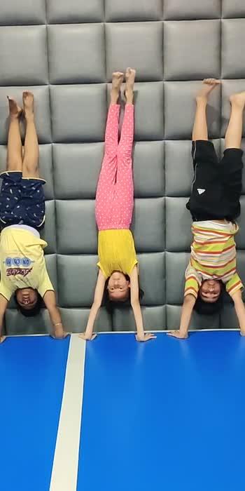#wow #handstand #handstandpushups #handstandchallenge