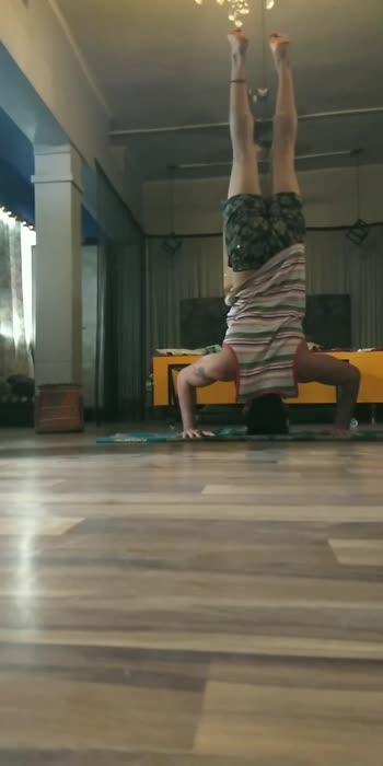 headstand #headstand #yoga #yogachallenge #headstandchallenge #roposostar #roposo