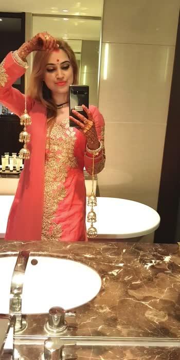 #kaleerein #suite #pink #peach #chooda #golden #blonde #gorgeous #newlywed #bindi #mehndi #gorgeous #hotel #luxury #pullman #washroom #tub #dimlight #fun #love