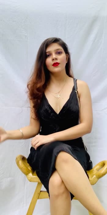 Black dress and red lips can never go wrong. ♥️ #trend #fashion #fashionblog #fashionblogger #fashionbloggerindia #fashionbloggerstyle #fashionquotient #redlips #redlipcolor #blackdress