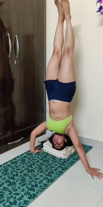 #yoga  #headstand #inversions #yogachallenge #fitness #fitnessmodel #yogamotivation