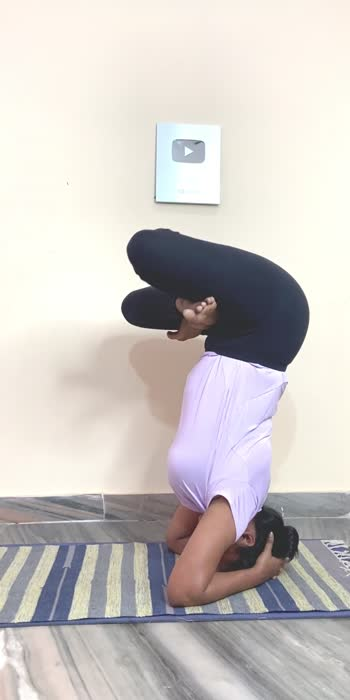 Padma sirsasana #yoga #yogachallenge #roposofitness #roposohealth #yogawithshaheeda