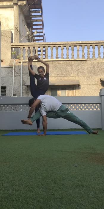 Partner pose - flag & vishvamitra Dana with riddhi patel 🧘♀️  INVEST IN YOURSELF. Meditate. Read. Eat healthy food. Drink water. Move your body. Spend time in nature. Rest up. You are worthy.🙏🏻😇  #partneryoga #yoga #acroyoga #yogainspiration #acro #yogaeverywhere #acrobatics #yogalife #yogaeverydamnday #yogapractice #fitness #partnerworkout #yogaeveryday #acrolove #yogachallenge #acrobalance #yogalove #partneracrobatics #acroyogafun #balance #partneracro #gymnastics #yogateacher #acroduo #loveyourself #partnerincrime #partnerforlife #motivationmonday #oppositeattracts #jaymityoga