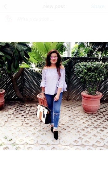 Summer stripes 💙 📸 : @himanshujain08 . . . #TheBlondeCouture #outfitoftheday #casualstyle #blogger #fashionstyle #kritinayar #ootd #potd #delhi #india #fashionblogger #summer #stripes #offshoulder #denim #travelblogger #beautyblogger #lifestyle #beauty #style #styleblogger #personalstyle #fashioneditorial