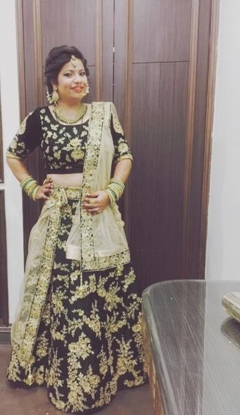 Main wedding outfit ... I think green suits me 😉... enjoying every bit 😍 #weddingoutfit #shaddisaga #weddinglenghas #stylefromcloset #youtuber #delhibloggergirl  #roposotalenthunt