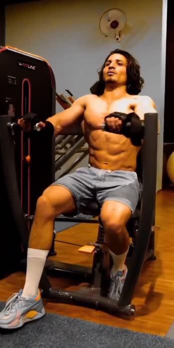#gymlovers #gymlover #gymlife #gym #gymfreak #gymfitness #gymforlife #fitness #fitnessmodel #health #healthy #heartbroken #yoga #roposo #foryou #glancexroposo #viralvideo