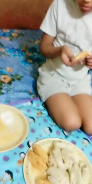 yummy yummy momos yummy yummy sambhar vada🤤