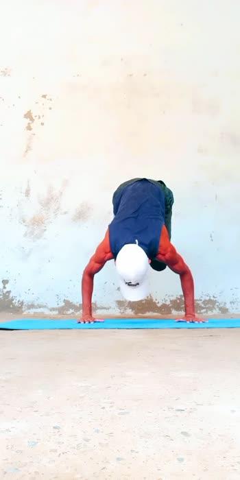 Practice 🔥 #fitness #handstands #viral