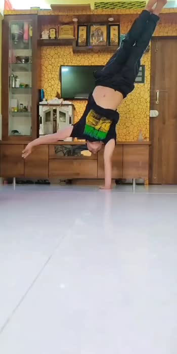 #ropso-star #ropso #roposo-beats #handstand #one arm handstand #workout#viral#reels#roposoindia #roposoworkouts #handstandchallenge