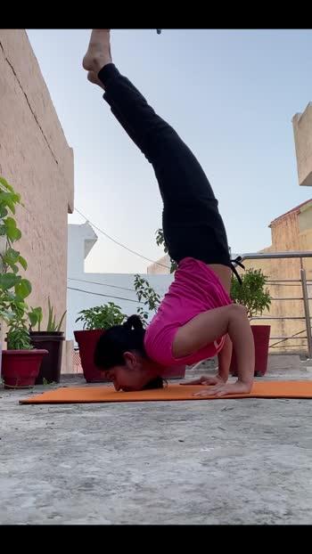 #chinstand #yogagirl