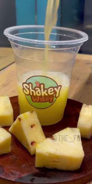Pineapple Juiceee🍹🍍  Location📍- Shakey Wakey ( @shakeywakeyoshiwara )❤️  This place serves one of the most unique combinations of juices 🥤❤️🔥  #thefoodaholiccc #juices #healthyjuice #juiceup #pineapplejuice #pineappleobsession #healthystuff #healthyfood #shakeywakeyoshiwara #shakeywakey #andherifood #oshiwara #mumbaibased #mumbaifoodies #nagpurfood #fruitjuice #fruitsandvegetables