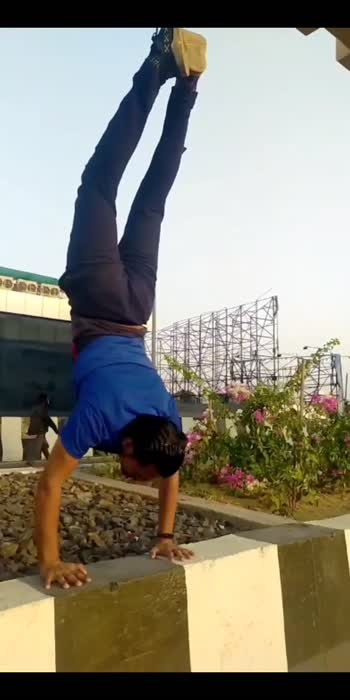 #handstandchallenge #yogachallenge #yogalove #viral
